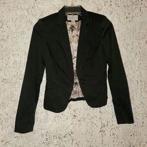 H&M short blazer fully lined with pockets